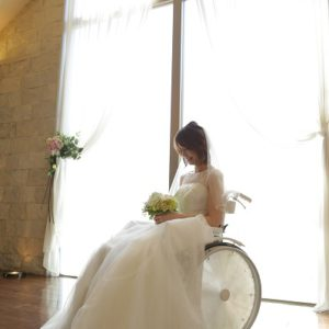 【白い車椅子で結婚式】チャペルクレールの車椅子をお使いください☆