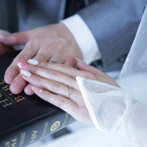 質素ですが少し頑張って結婚式の夢を叶える事が出来ます。